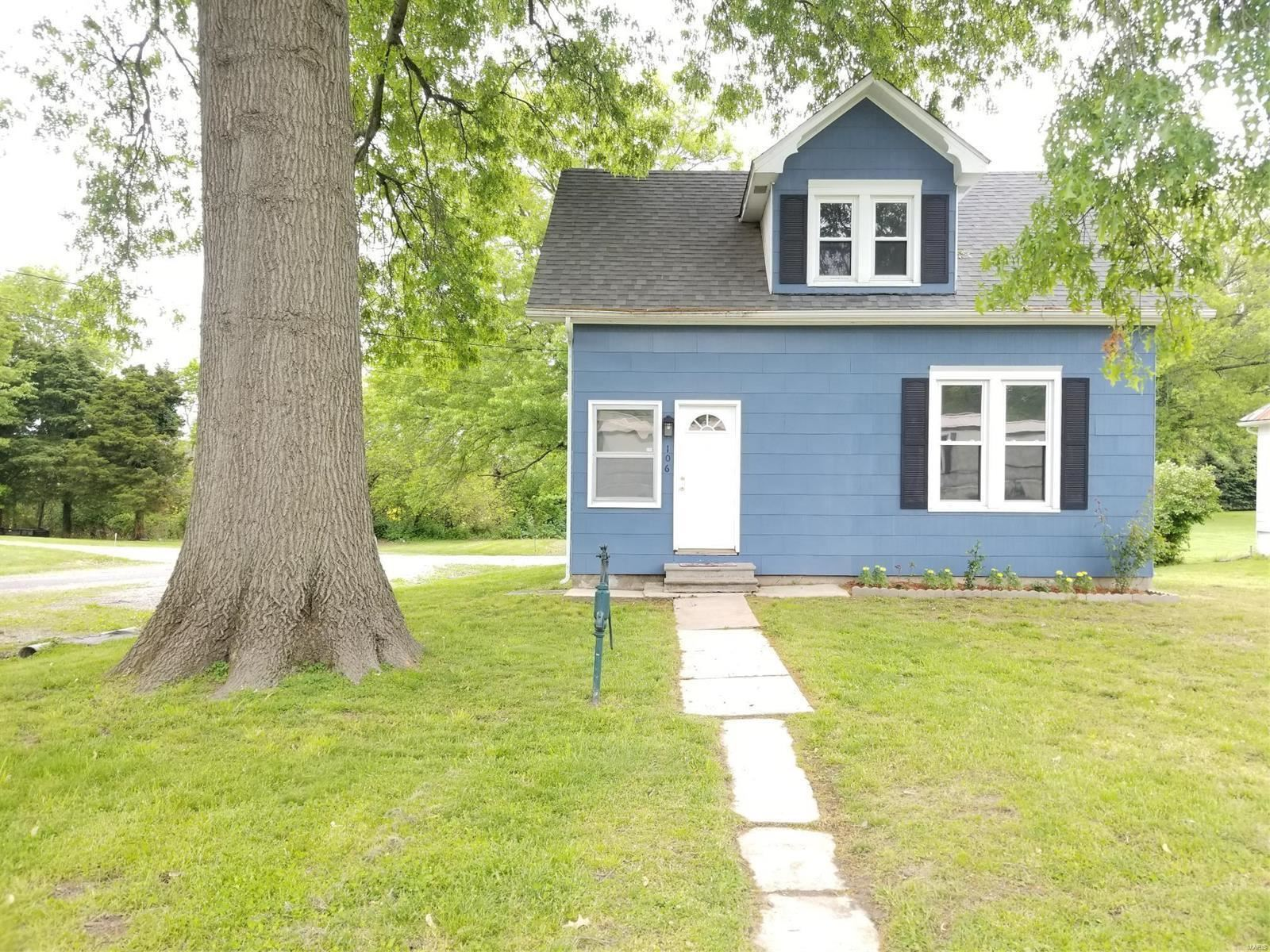 Photo for 106 North Washington Avenue, Okawville, IL 62271 (MLS # 20031551)
