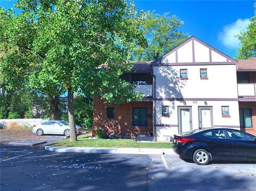 Photo of 332 Barrington Square, Kirkwood, MO 63122 (MLS # 21065569)