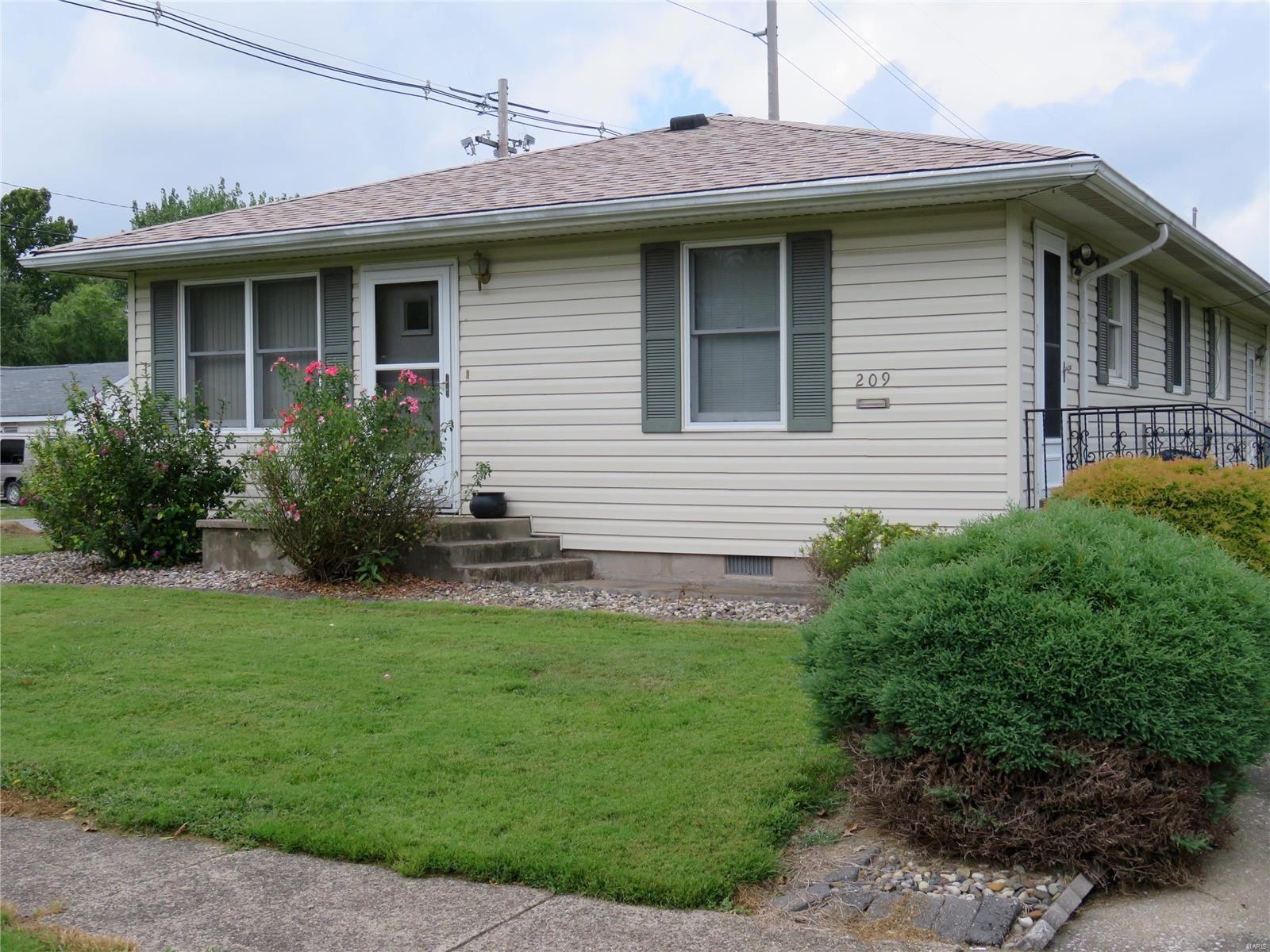 209 W Chestnut Street, Gillespie, IL 62033 - MLS#: 21067610