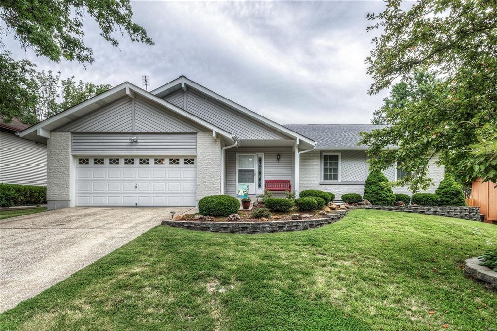 Photo for 4 Hope Court, St Peters, MO 63376 (MLS # 19052627)