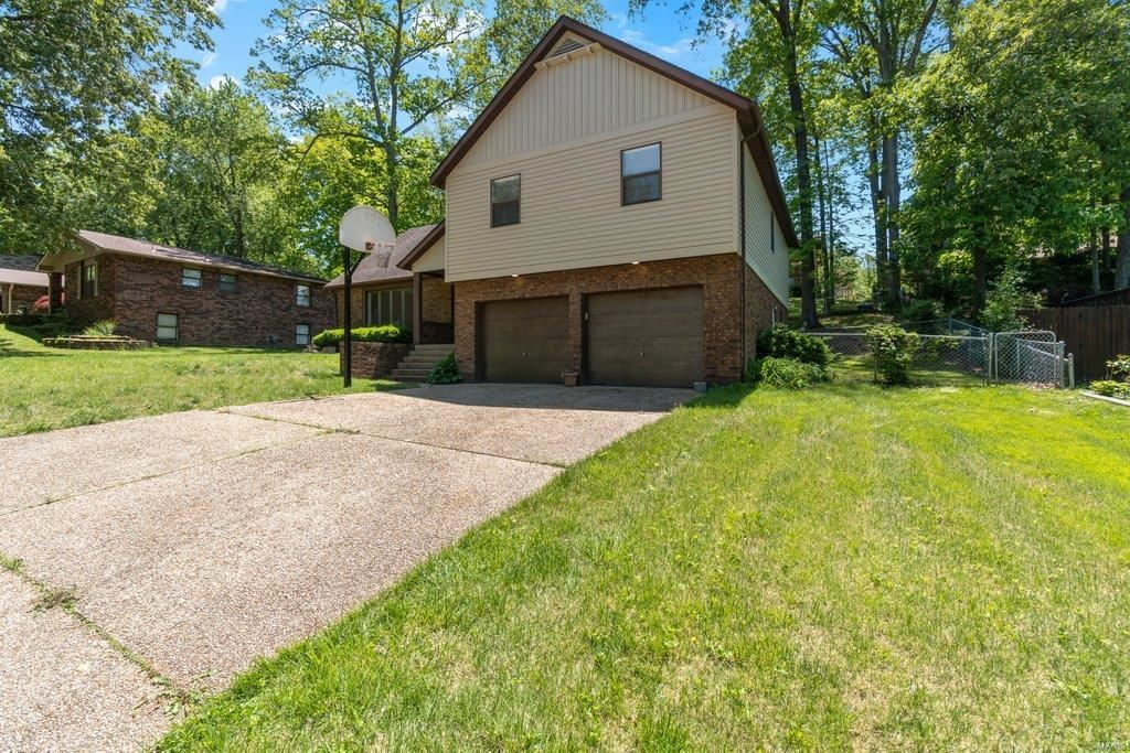 Photo of 2033 Kenneth Drive, Cape Girardeau, MO 63701 (MLS # 21027630)