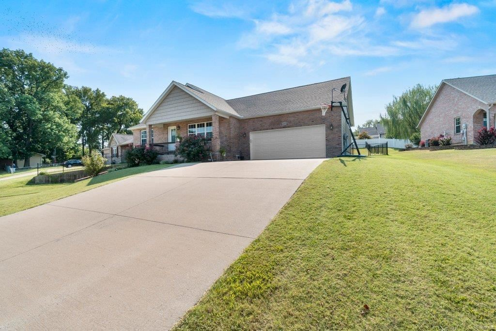 Photo of 2065 Woodland Hills Dr, Cape Girardeau, MO 63701 (MLS # 21065641)