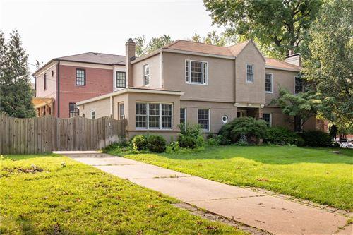 Photo of 230 N Forsyth, St Louis, MO 63105 (MLS # 21052689)