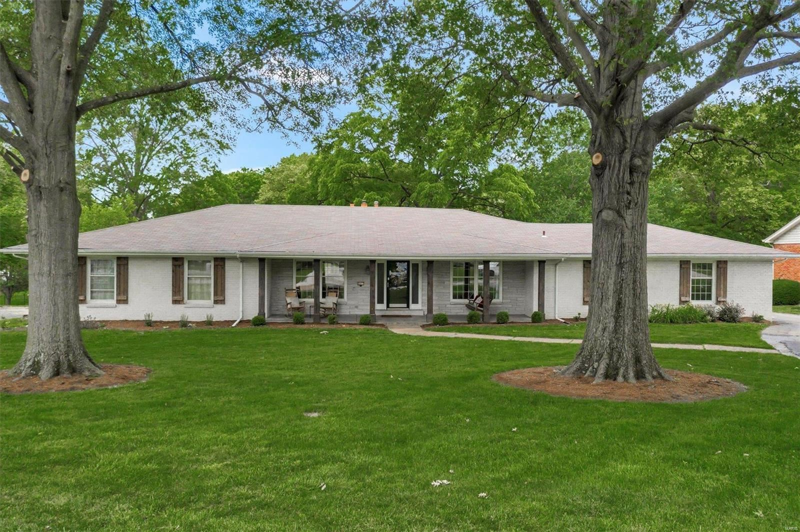 Photo for 8817 Woodpark, Sunset Hills, MO 63127 (MLS # 21041701)