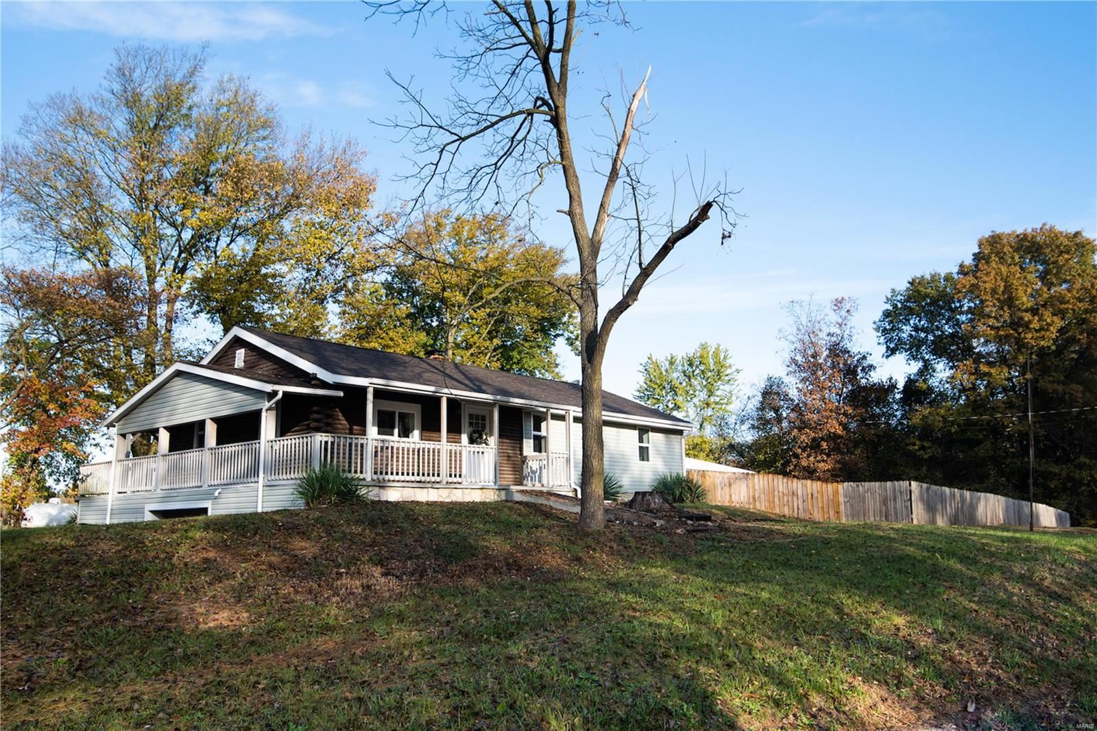Photo for 9231 County Highway 11, Nashville, IL 62263 (MLS # 19082715)