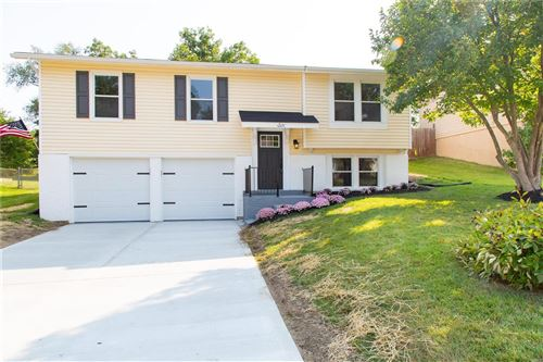 Photo of 6 Oak Forest, St Peters, MO 63376 (MLS # 21064727)