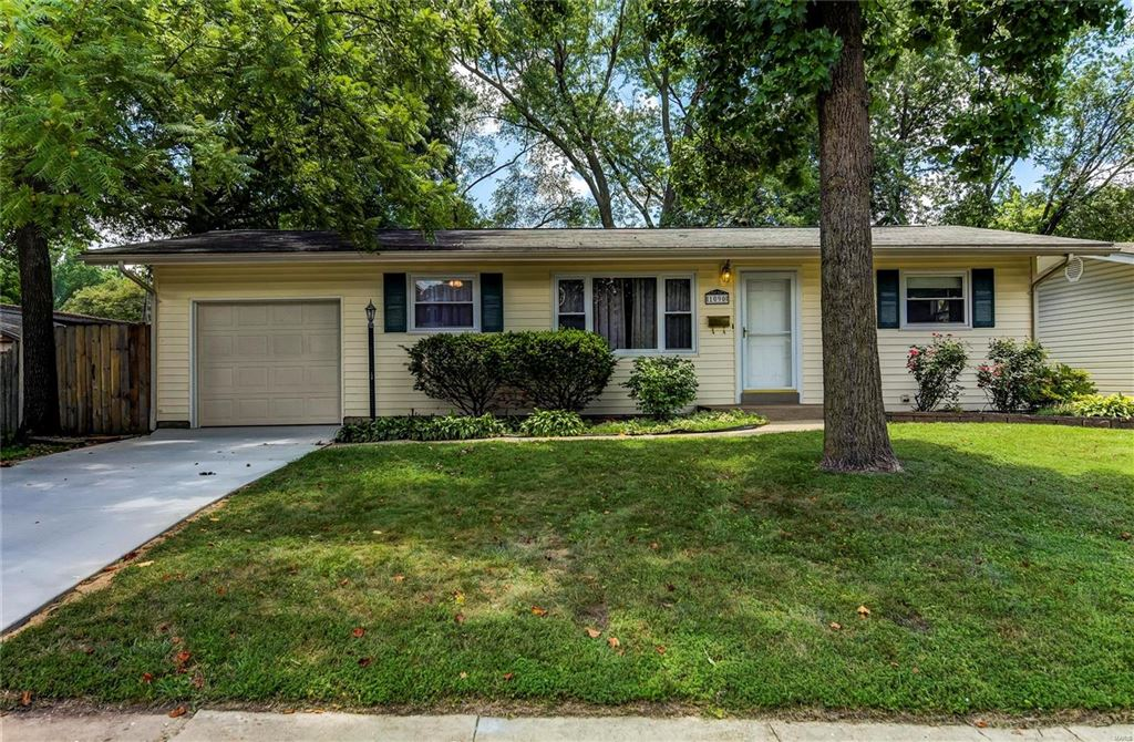 Photo for 1090 Rogers Ln, Florissant, MO 63033 (MLS # 19047789)