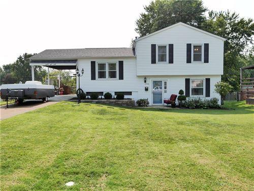 Photo of 2340 Oakwood Manor Drive, Florissant, MO 63031 (MLS # 21065797)