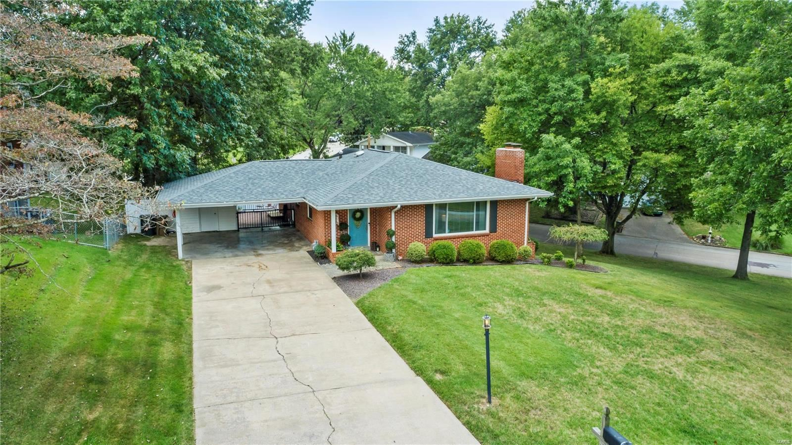 Photo of 1717 Colonial Street, Cape Girardeau, MO 63701 (MLS # 21066831)