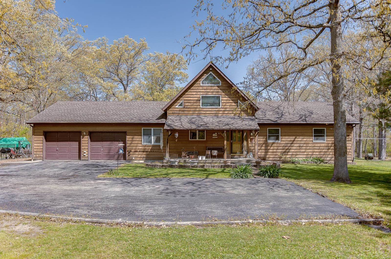 Photo for 15711 State Route 177, Nashville, IL 62263 (MLS # 21025863)