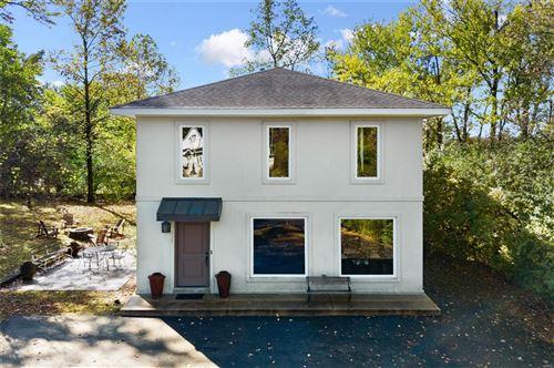 Photo of 2 Dielmann Farm Estates Drive, Creve Coeur, MO 63141 (MLS # 20077868)