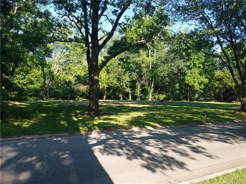 Photo of 8 Chasselle, Creve Coeur, MO 63141 (MLS # 21041897)