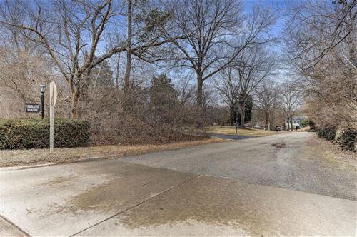 Photo of 2 Ferrand Woods, Ladue, MO 63124 (MLS # 21003906)