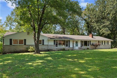Photo of 4 S Tealbrook, St Louis, MO 63141 (MLS # 21061924)