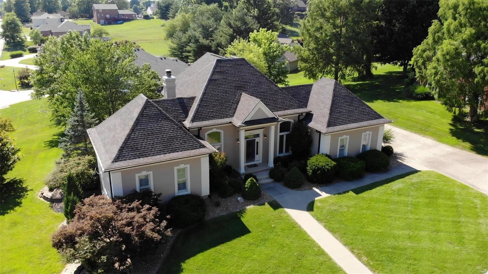 Photo of 2201 Crown Point, Cape Girardeau, MO 63701 (MLS # 21043978)