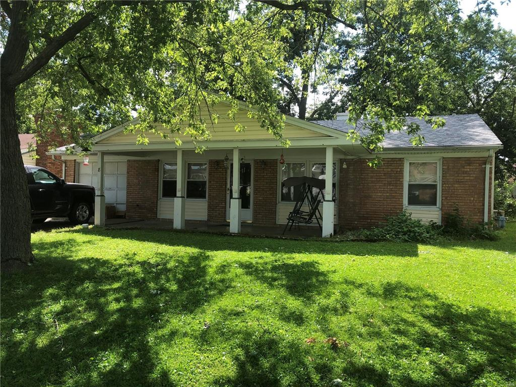 Photo for 8 Flamingo, St Peters, MO 63376 (MLS # 19060995)