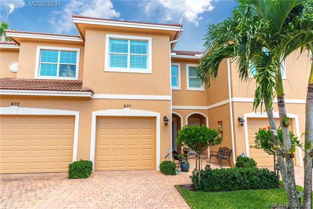 Photo of 671 SW Glen Crest Way, Stuart, FL 34997 (MLS # M20025031)