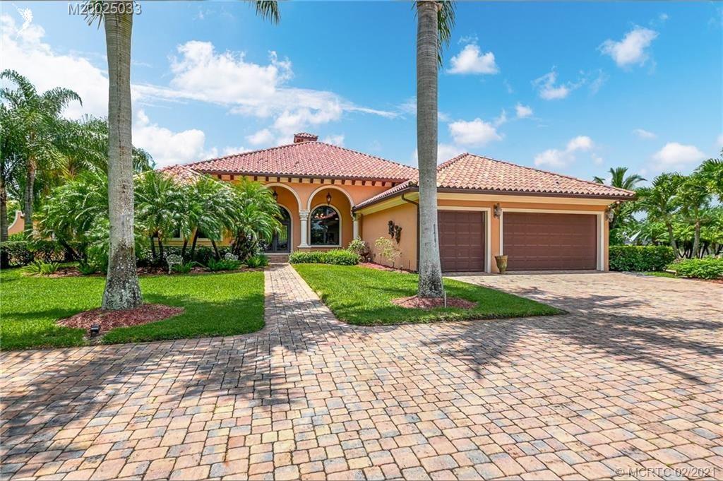 Photo of 941 SE Martin Cove Place, Stuart, FL 34997 (MLS # M20025033)