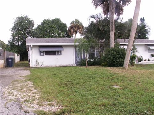 Photo of 417 SE Robalo Court, Stuart, FL 34996 (MLS # M20031247)