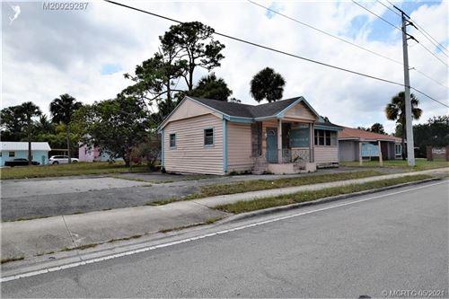 Photo of 1052 SE Ocean Boulevard, Stuart, FL 34996 (MLS # M20029287)