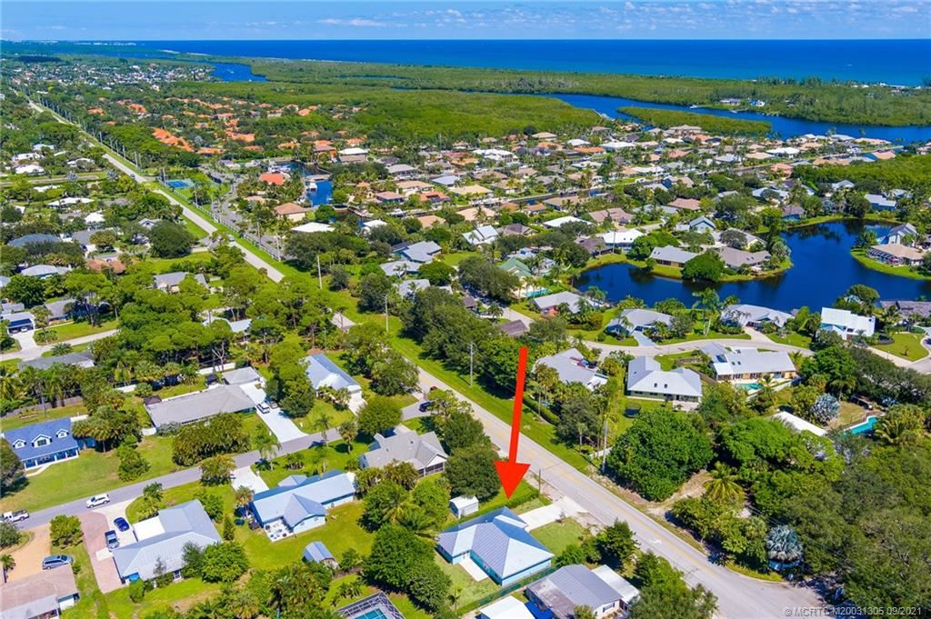 Photo of 10600 SE Gomez Avenue, Hobe Sound, FL 33455 (MLS # M20031305)
