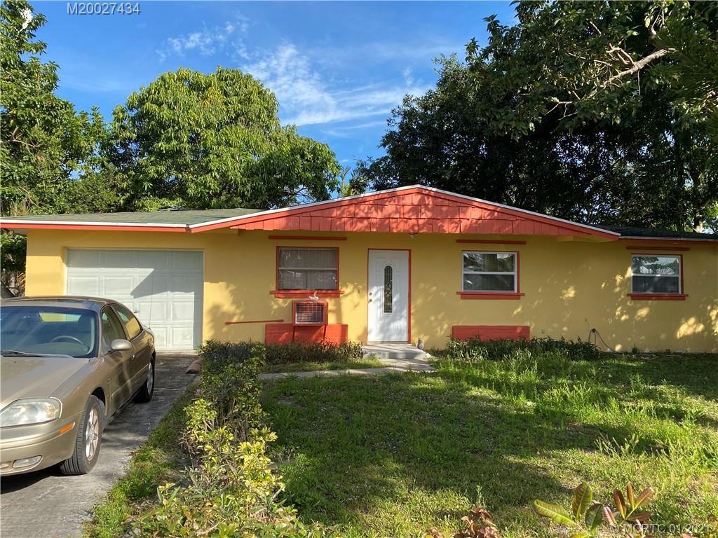 Photo of 907 SE 10th Street, Stuart, FL 34994 (MLS # M20027434)