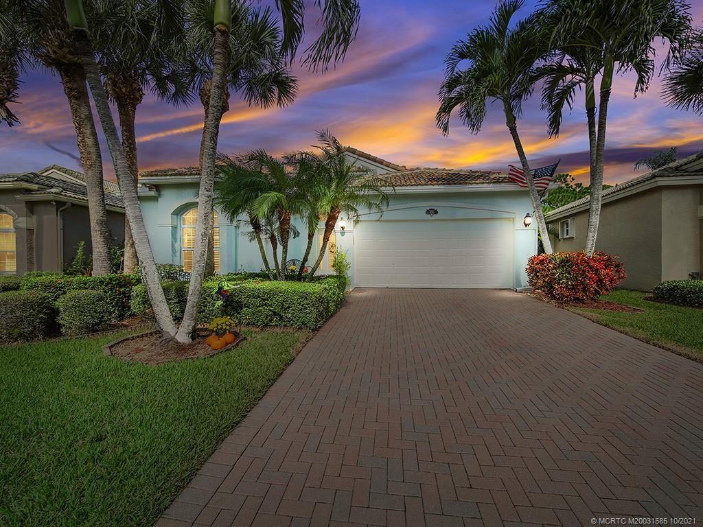 Photo of 950 SE Westminster Place SE, Stuart, FL 34997 (MLS # M20031585)