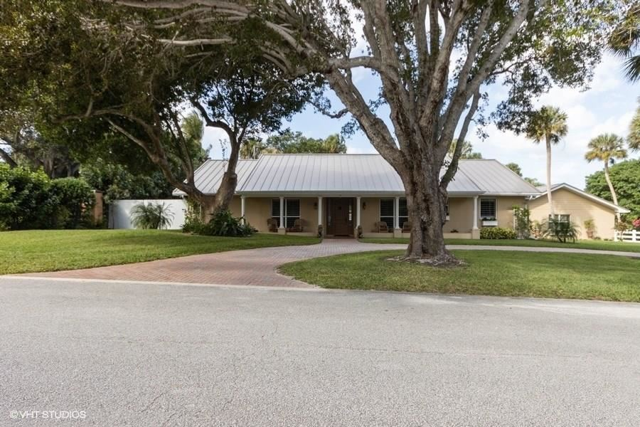 15 W High Point Road, Sewalls Point, FL 34996 - #: M20021661