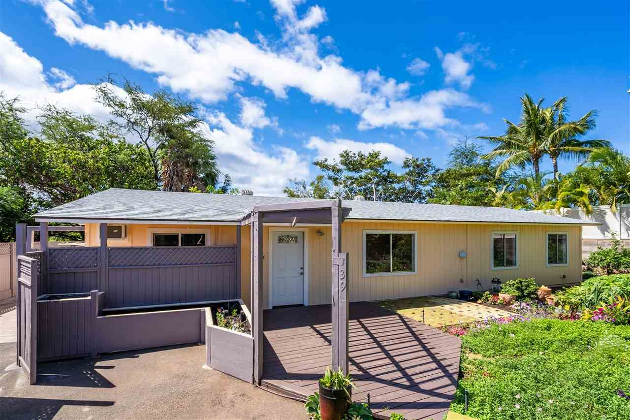 Photo of 39 KUAPAPA Pl, Kihei, HI 96753 (MLS # 391074)