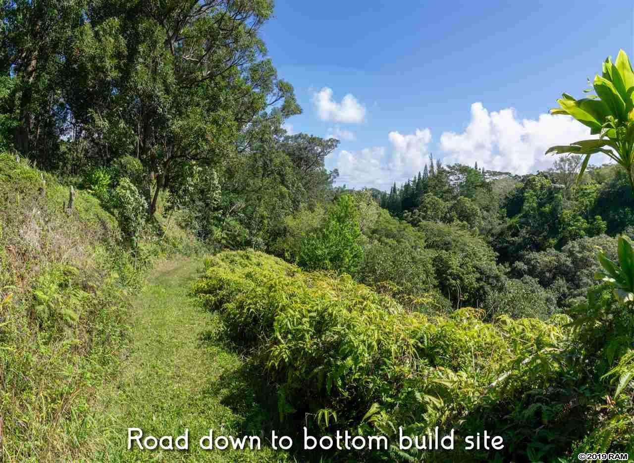 Photo of 471 A Ulumalu Rd #A, Haiku, HI 96708-5317 (MLS # 382719)
