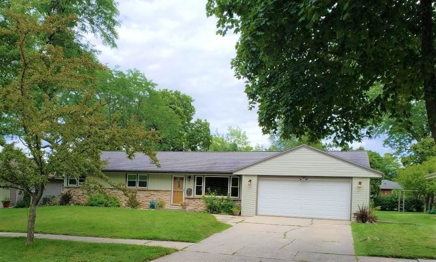 537 S 17th Ave, West Bend, WI 53095 - #: 1703011