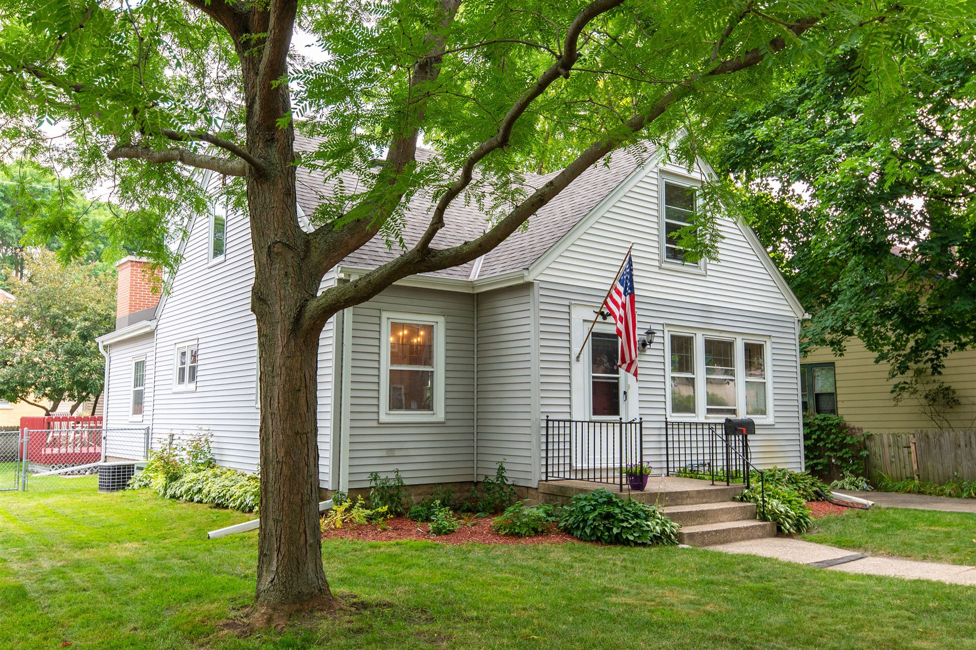 2210 N 73rd St, Wauwatosa, WI 53213 - #: 1753011