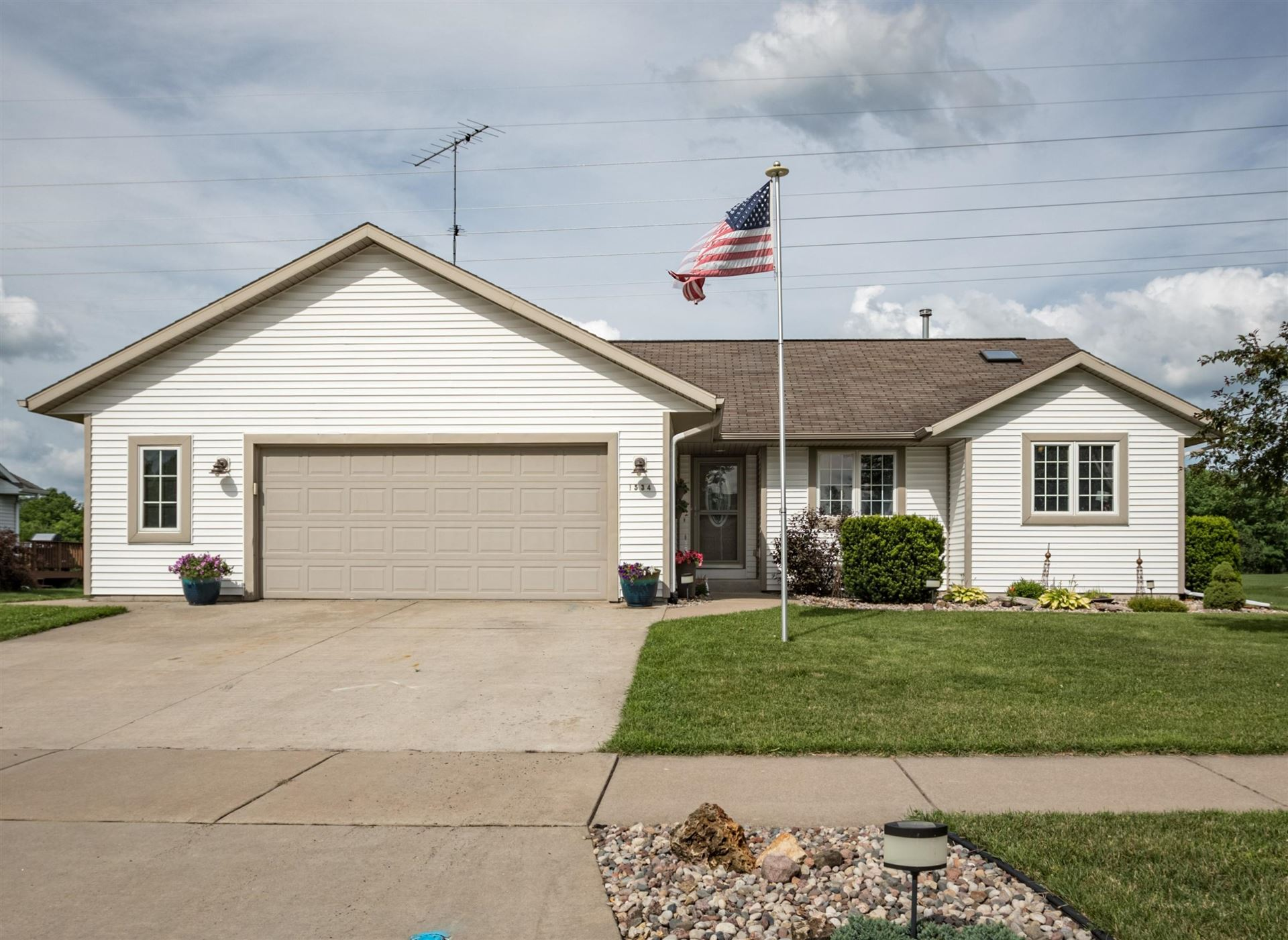 1534 Cliffview Ave, Onalaska, WI 54650 - #: 1697023