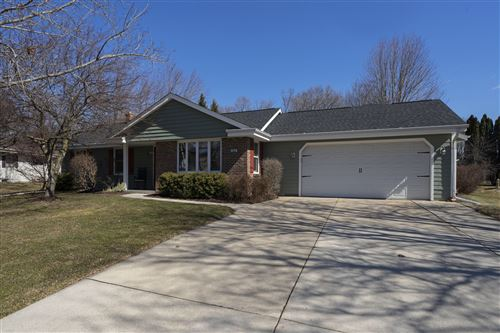 Photo of 858 Prairie Run, Grafton, WI 53024 (MLS # 1681070)