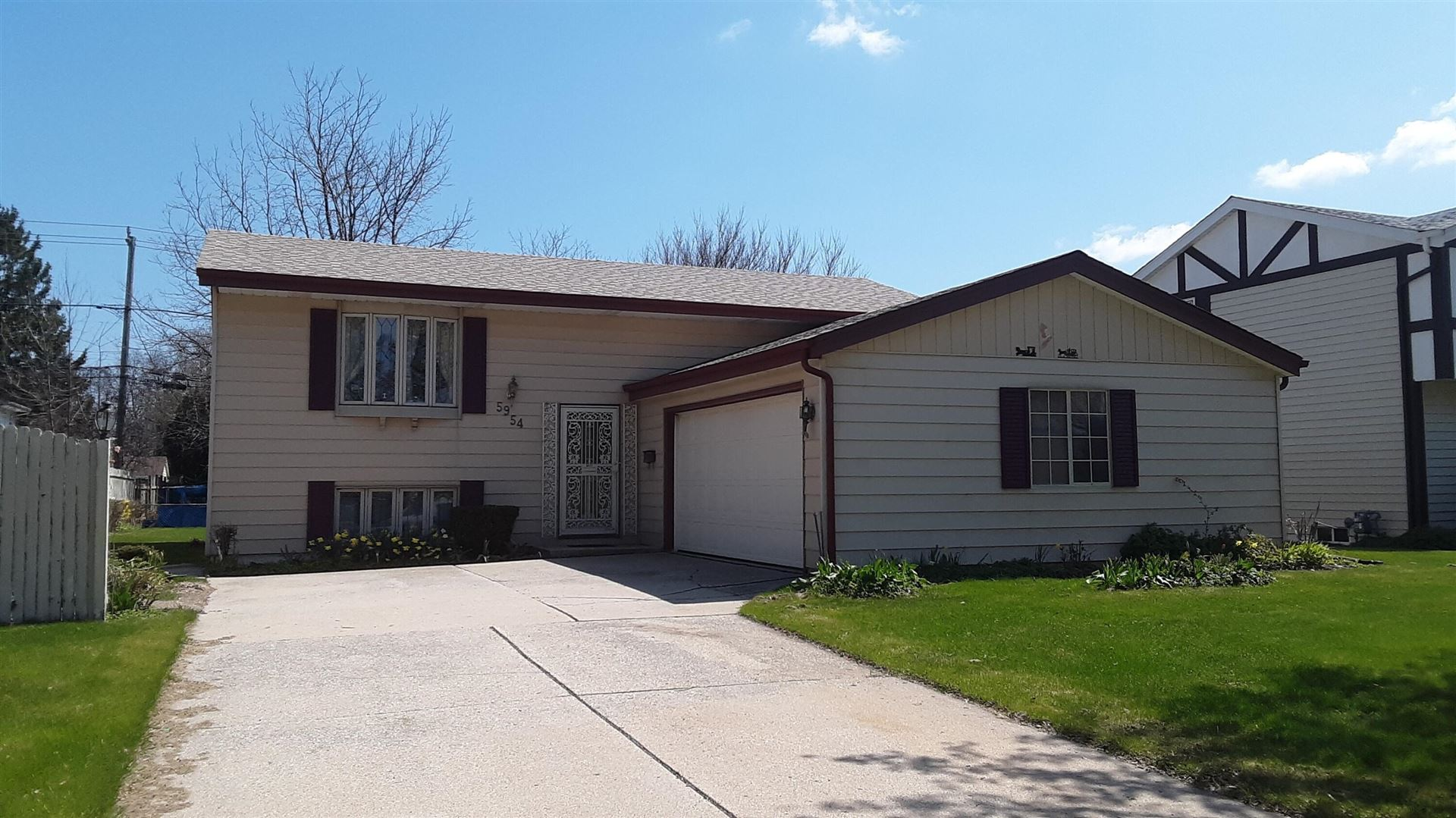 5954 S Robert Ave, Cudahy, WI 53110 - MLS#: 1737079