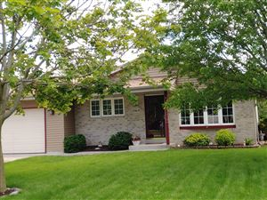 Photo of 2969 W Bridge, Greenfield, WI 53221 (MLS # 1643091)