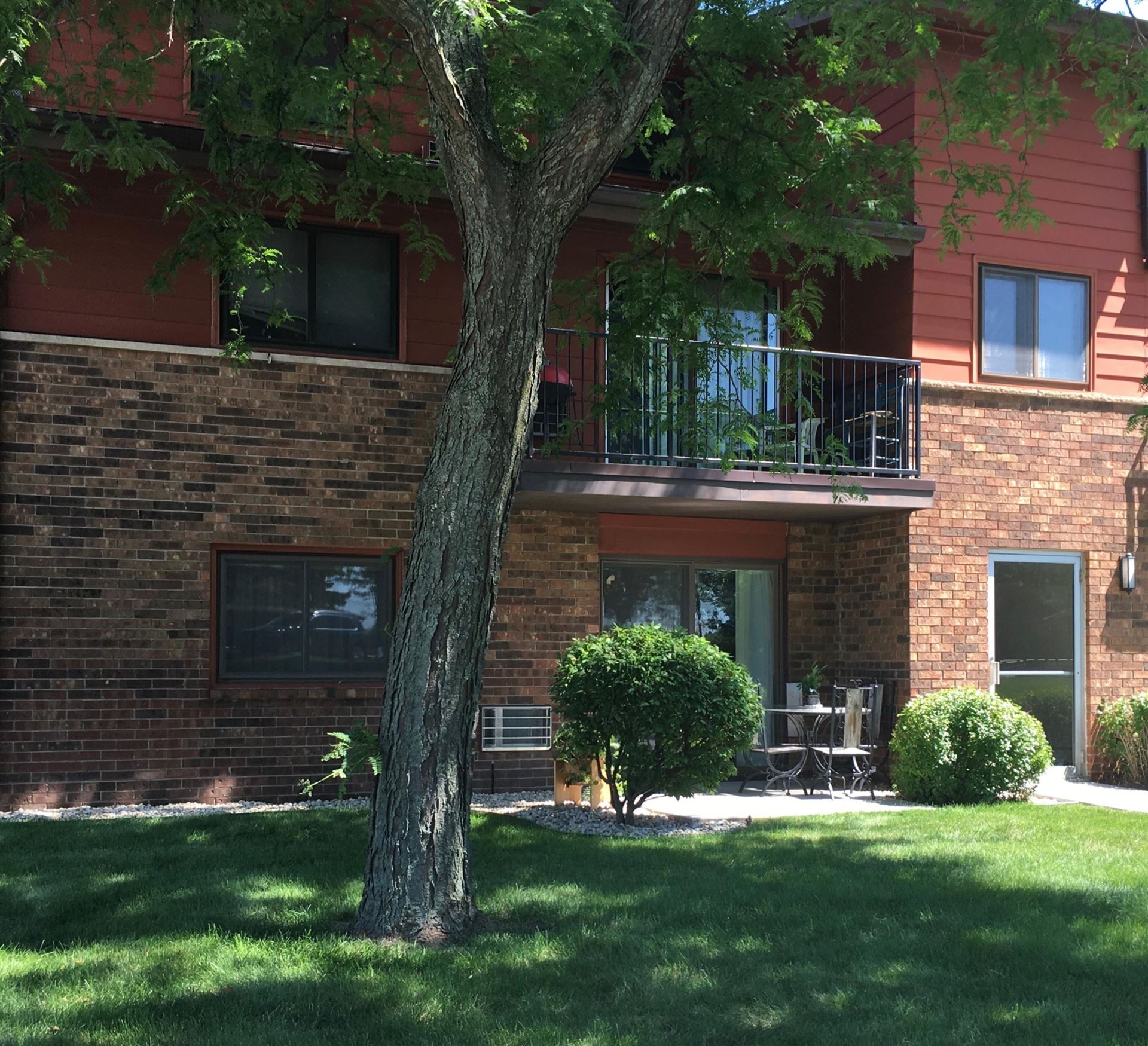 8540 W Waterford Ave #3, Greenfield, WI 53228 - #: 1700092