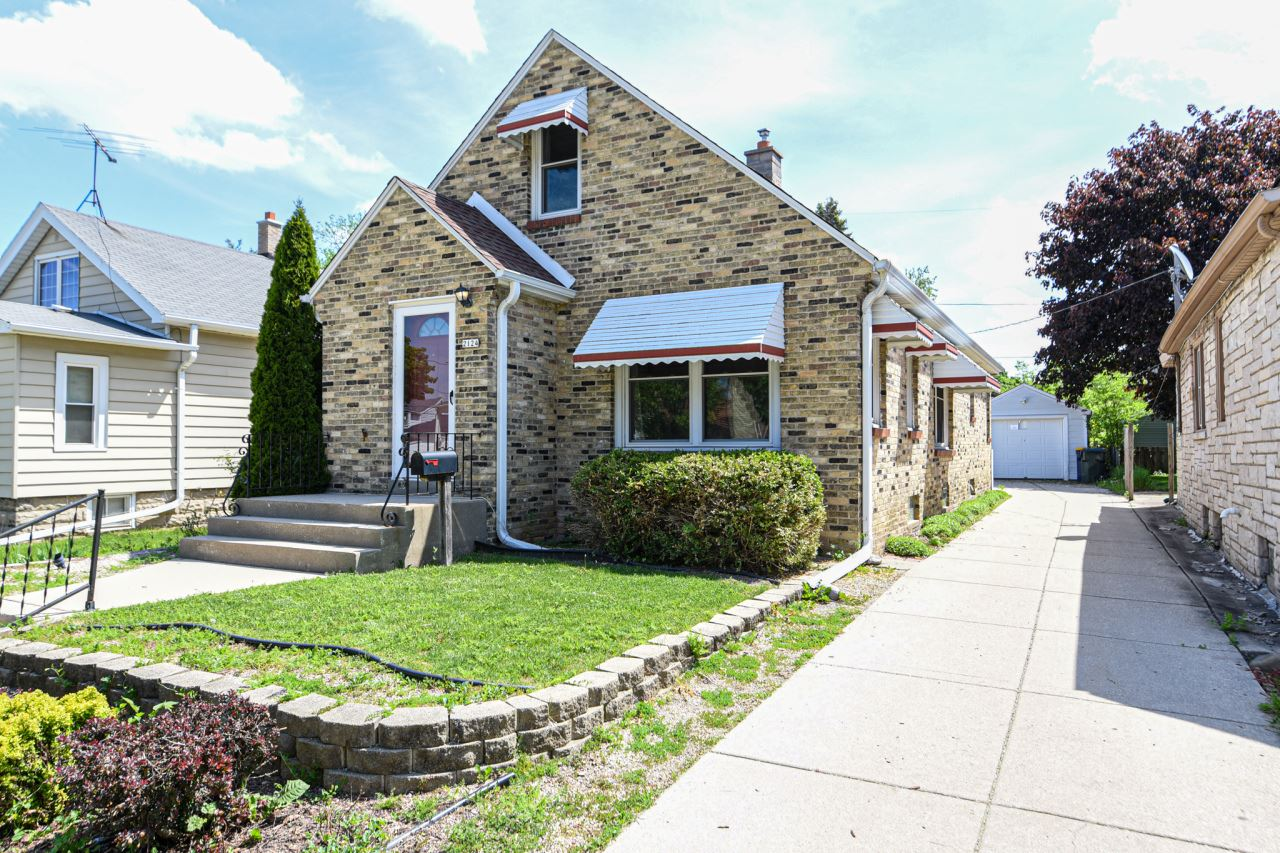 2124 S 85th St, West Allis, WI 53227 - #: 1691093