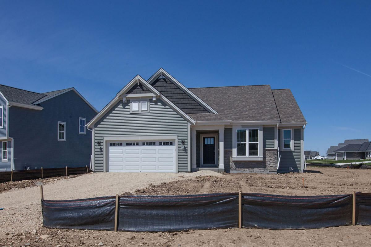 529 Meadow View Dr, Slinger, WI 53086 - #: 1689097