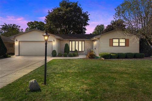 Photo of 325 Dardis Drive, Burlington, WI 53105 (MLS # 1712119)