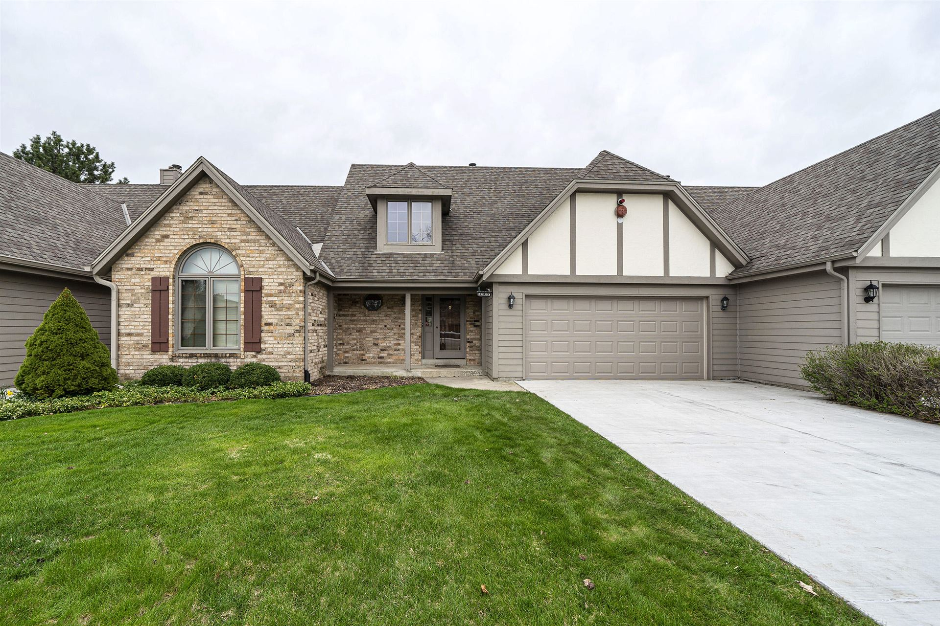 665 Machenry Cir #B, Brookfield, WI 53045 - #: 1687129