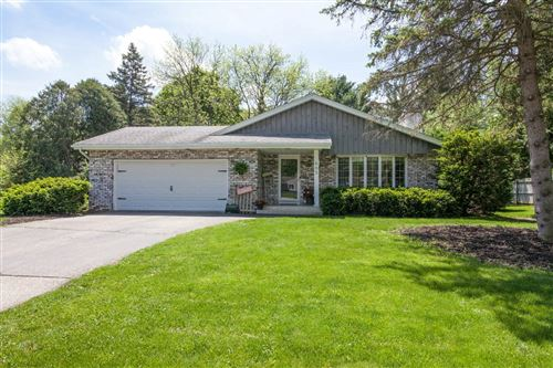 Photo of 665 Heather Ln, Oconomowoc, WI 53066 (MLS # 1691139)