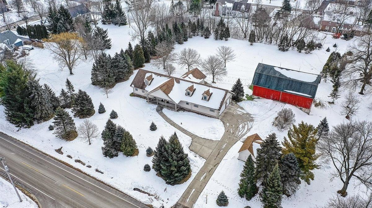 337 W Donges Bay Rd, Mequon, WI 53092 - #: 1724159
