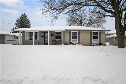 Photo of N91W17460 Saint Mark Dr, Menomonee Falls, WI 53051 (MLS # 1723167)