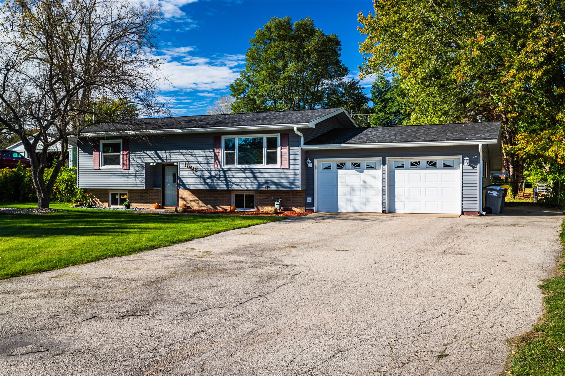 1608 Holley St, Holmen, WI 54636 - MLS#: 1768167