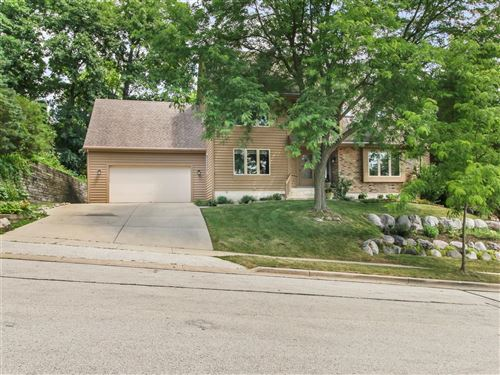 Photo of 1006 Larchmont Dr, Waukesha, WI 53186 (MLS # 1698173)