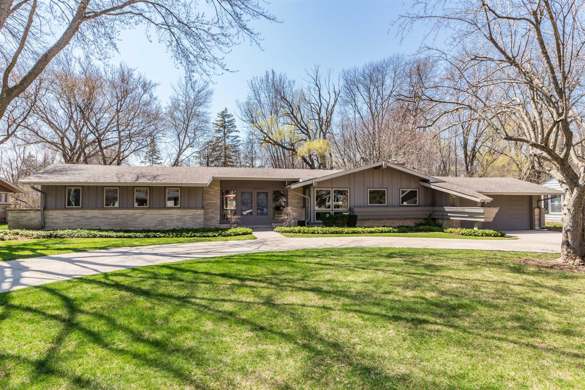 925 E Bay Point Rd, Bayside, WI 53217 - #: 1681175