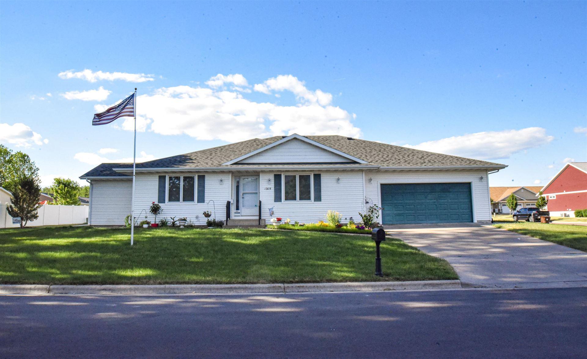 1305 Pinecrest Ln, Onalaska, WI 54650 - MLS#: 1747176