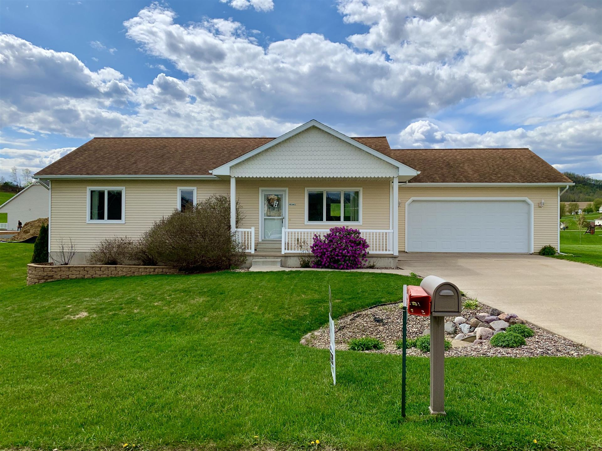 16343 Ridgeview Dr, Galesville, WI 54630 - MLS#: 1675185