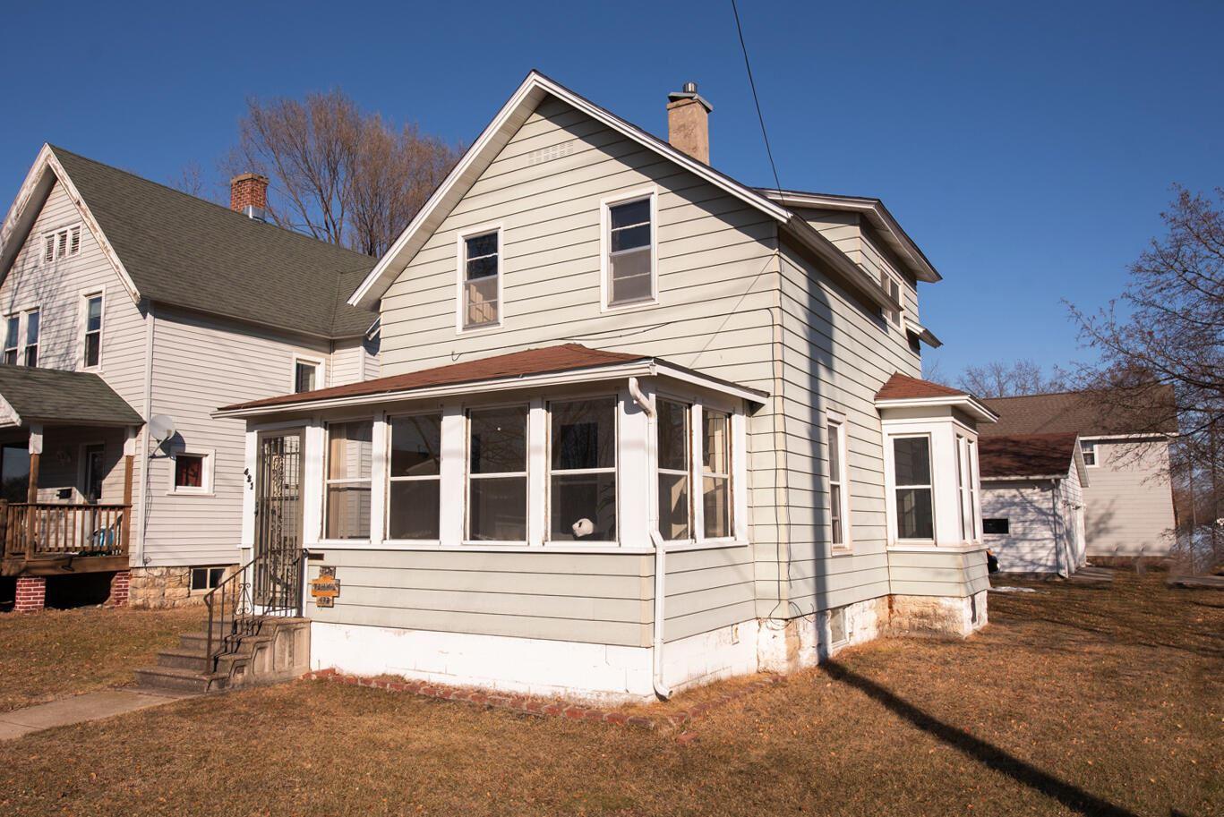 422 Baker St S, Winona, WI 55987 - MLS#: 1729188